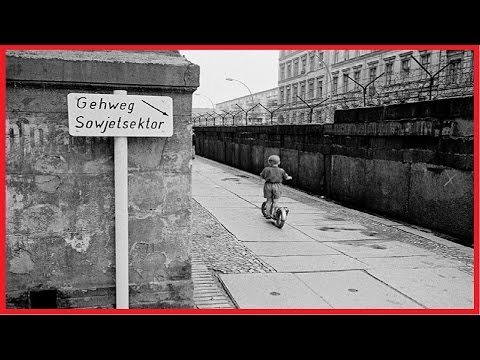 CHILDREN PLAYING AT THE BERLIN WALL 1963