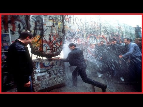 BERLIN WALL: POWERFUL PICTURES FROM THE BIRTH OF A BRUTAL DIVIDE